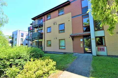 2 bedroom ground floor flat to rent - Finlay Court, Commonwealth Drive, Crawley, West Sussex. RH10 1AJ