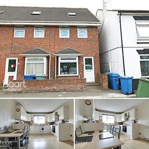 3 bedroom end of terrace house for sale - Railway Road, Sheerness