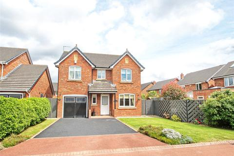 4 bedroom detached house for sale - Foxglove Close, East Fields
