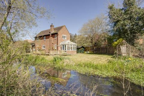 4 bedroom detached house for sale - Waterside, Chesham, Buckinghamshire, HP5 1QE