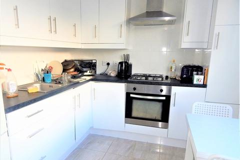 Flat share to rent - Falcon Road, Clapham, London, SW11