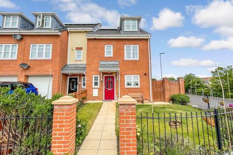 4 bedroom townhouse for sale - Sidings Close, Hartlepool, Durham, TS24 7AQ