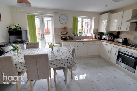 5 bedroom townhouse for sale - Weedon Close, Northampton