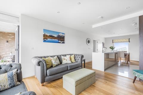 2 bedroom flat for sale - Peartree Way Greenwich SE10