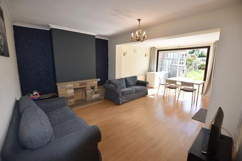 3 bedroom bungalow to rent - Bengarth Road, Northolt UB5