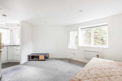 Studio to rent - Hexham Road, Morden