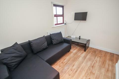 3 bedroom apartment to rent - Kelso Heights