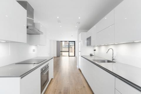 3 bedroom apartment to rent - Forrester Way, Stratford