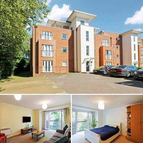 2 bedroom flat for sale - Hawkes Close, Langley