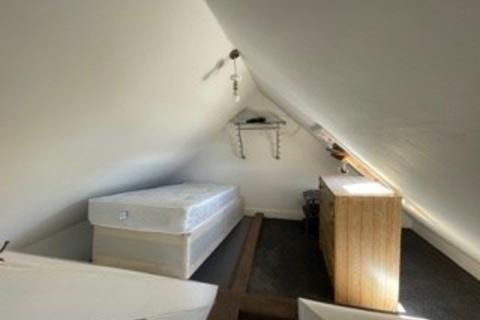 Studio to rent - Woodbourne Avenue, London, SW16