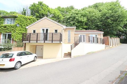 3 bedroom detached bungalow for sale - Hart Hill Lane, St Annes, Luton, Bedfordshire, LU2 0BA