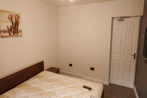 3 bedroom flat share to rent - london, SE11