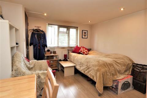 Studio to rent - Bruce Castle Road, Seven Sister