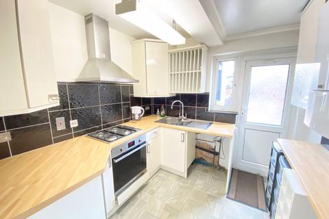 3 bedroom terraced house to rent - Shrubbery Road, London