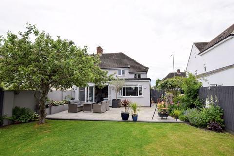 4 bedroom semi-detached house for sale - Prebendal Avenue, Aylesbury