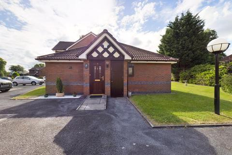 2 bedroom bungalow for sale - Orme Close, Urmston, Trafford, M41