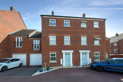 4 bedroom townhouse for sale - Lake View, Houghton Regis, Dunstable