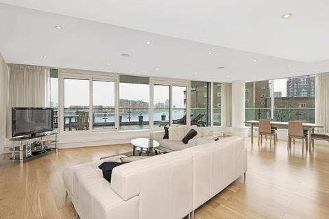 3 bedroom apartment to rent - Ensign House, SW18