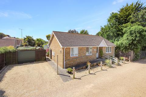2 bedroom bungalow for sale - The Driftway, Rustington, West Sussex, BN16
