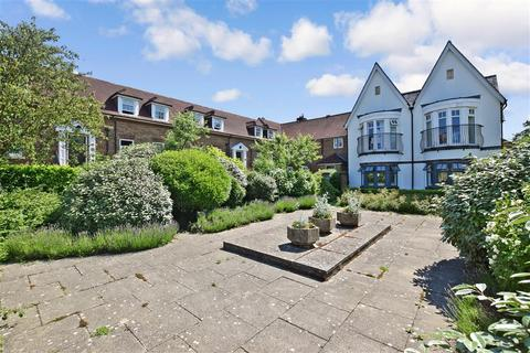 2 bedroom ground floor flat for sale - High Street, Billingshurst, West Sussex