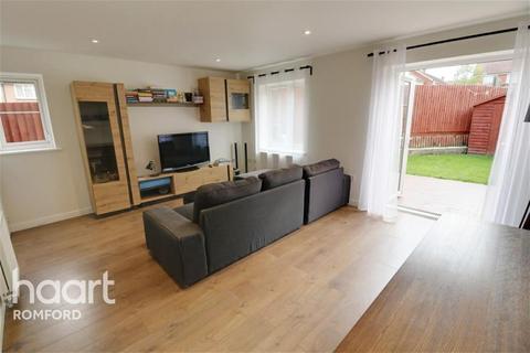 3 bedroom semi-detached house to rent - Small Heath Avenue - Noak Hill - RM3
