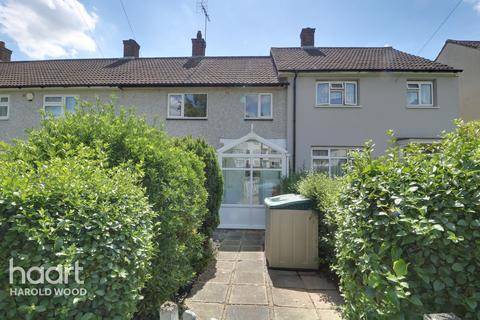 2 bedroom terraced house for sale - Colne Drive, Romford