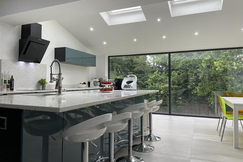 6 bedroom detached house for sale - Barn Hill, Wembley Park, London, HA9