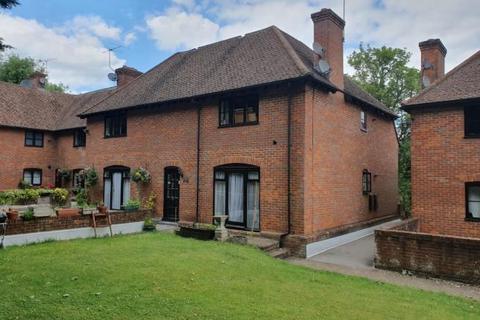 2 bedroom flat for sale - Bassetsbury Lane, High Wycombe, HP11