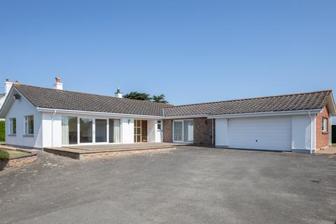 4 bedroom bungalow to rent - La Rue Gombrette, Jersey