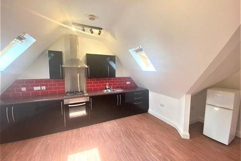 2 bedroom flat to rent - Malden Road, Worcester Park, London, KT4