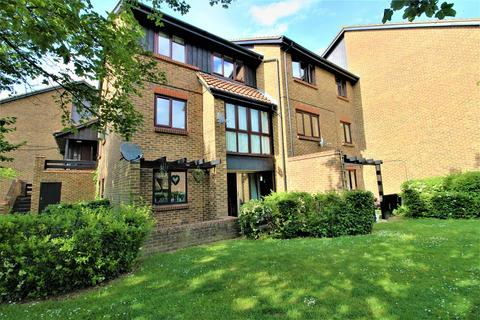 1 bedroom ground floor flat for sale - Whitecroft, Horley, Surrey. RH6 9BZ
