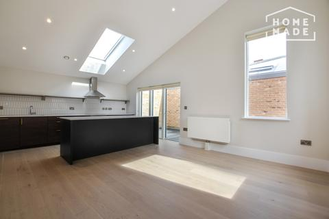 3 bedroom mews to rent - Charter Place, Hounslow, TW3
