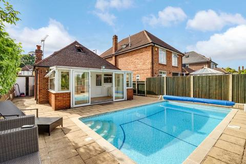 4 bedroom detached bungalow for sale - Squires Bridge Road, Shepperton TW17 0LB