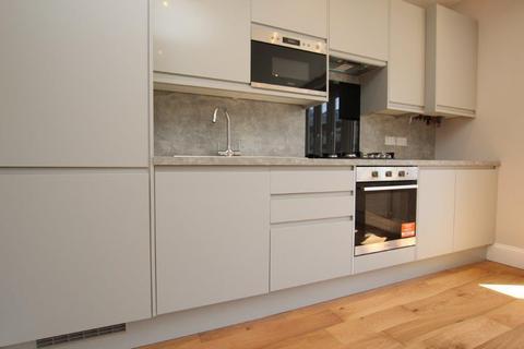2 bedroom flat to rent - Green Lanes, Palmer Green, London N13