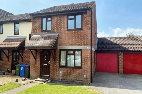 3 bedroom semi-detached house to rent - Colbred Corner, Fleet