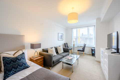 Studio to rent - Hill Street, London W1J