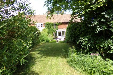 2 bedroom terraced house for sale - Briningham