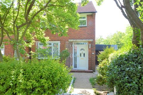 3 bedroom end of terrace house for sale - Hedgemans Way, Dagenham