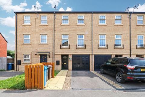 3 bedroom terraced house for sale - Boothferry Park Halt, Hull