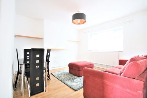 2 bedroom flat to rent - Poynders Gardens, London, SW4