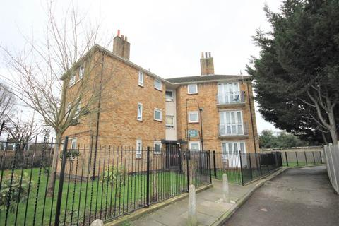 2 bedroom flat to rent - Beech Hall Road, Chingford, London