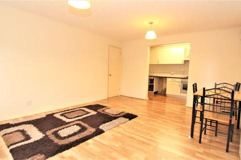 2 bedroom flat to rent - Collings Close, Bounds Green N22