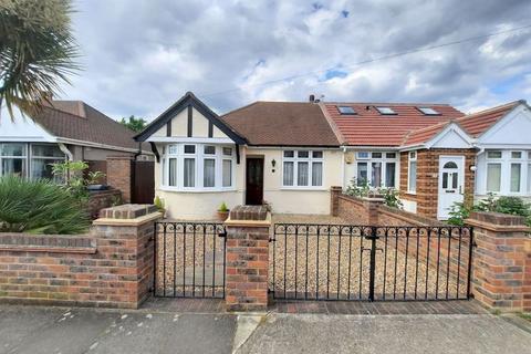 3 bedroom semi-detached bungalow for sale - Parkfield Crescent, Feltham