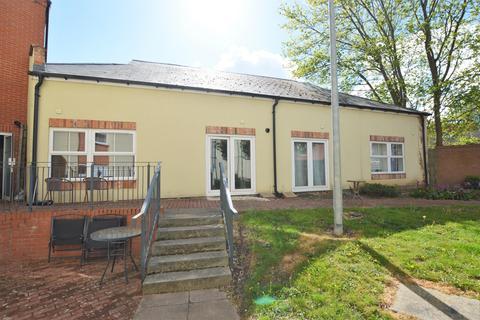 2 bedroom flat for sale - Bates Court, Station Street, Wigston, LE18 4TJ