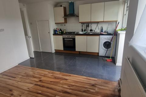 4 bedroom detached house to rent - Luton, LU2
