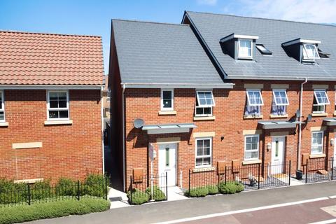 3 bedroom end of terrace house for sale - Mill House Road, Taunton