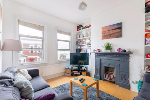 2 bedroom flat to rent - Tregothnan Road, SW9