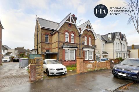 6 bedroom semi-detached house for sale - Hanworth Road, Hounslow
