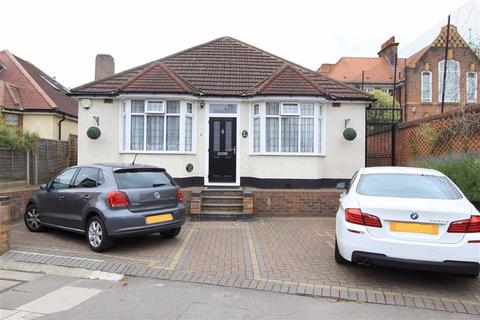 4 bedroom detached bungalow for sale - Water Lane, Ilford, Essex, IG3