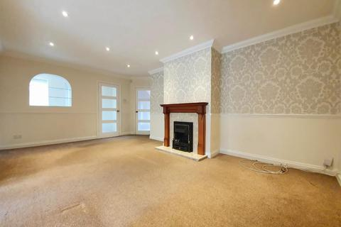 4 bedroom semi-detached house to rent - Beaconsfield, Luton